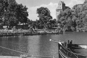 Ehemaliges Freibad am Louise-Henriette-Steg, im Hintergrund der Speicher